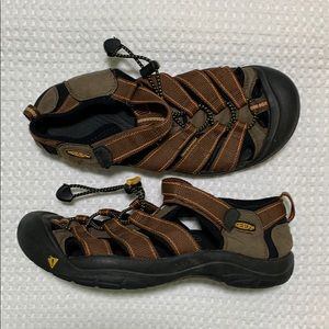 Keen brown shoes sandals size 8